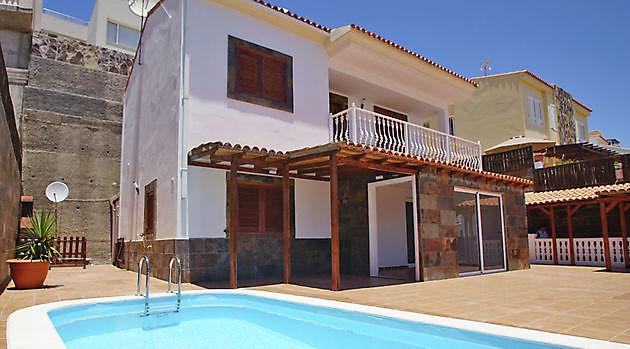 Villa Loma Dos Arguineguin - Properties Abroad Gran Canaria